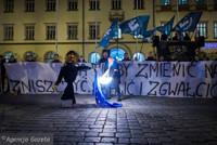 Nationalists burning a Jew effigy