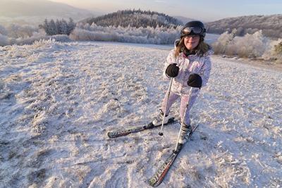 Kaja skiing in the Też Potrafię project - by Sebastian Łuczywo