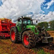 Polish farmers blackmailed