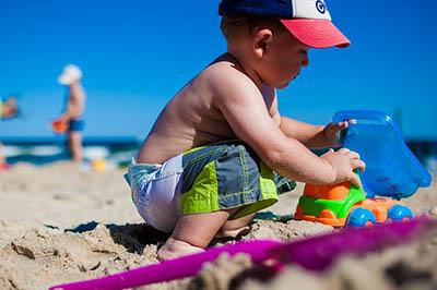 Beach-kids-play