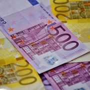 85-year-old woman loses €5000 in Gdansk shopping mall, stranger hands it in