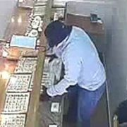 "Opportunistic ""hatter"" thief swoops in to steal 4kg of gold from Polish jeweller"