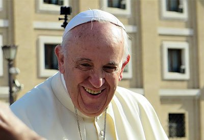 Pope asks Polish govt to allow refugees