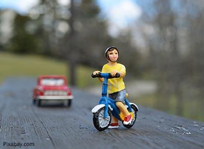 6yo's lonely bicycle ride through Olsztyn